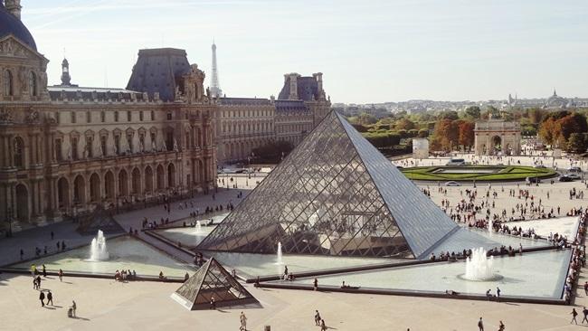 Louvre v Paříži   © Pixabay.com