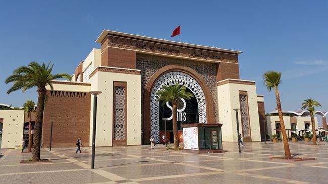 Nádraží v Marrakéši - bezdomovce tu nehledejte